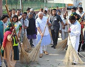 Modi wields broom, launches Clean India campaign
