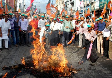 BJP Workers burn CM Manik Sarkar's effigy at Surya Chowmuni. TIWN Pic July23
