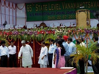 CM inaugurating 65th State Level Vanamahotsab at Udaipur. TWIN Pic July22