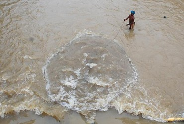 A fisherman catching fish at Howra river in Agartala. TIWN Pic April 26