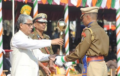 CM awarding First prize cup to CRPF for march passed. TIWn Pic Jan 26