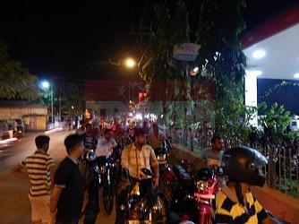 Long queues observed at Dharmanagar Petrol Pump at Friday midnight. TIWN Pic July 30