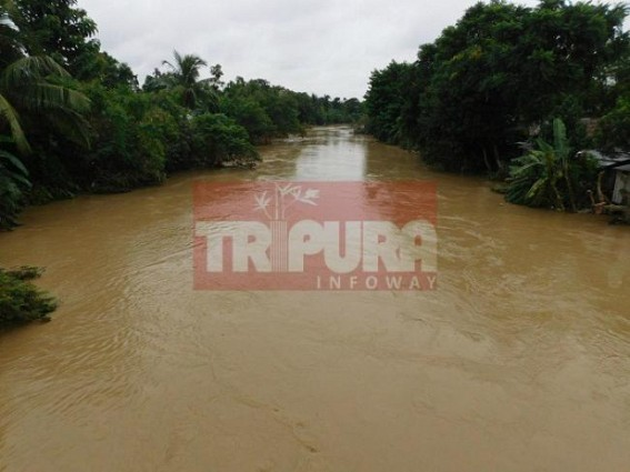 Toll raises to 3 : man flows with flood water