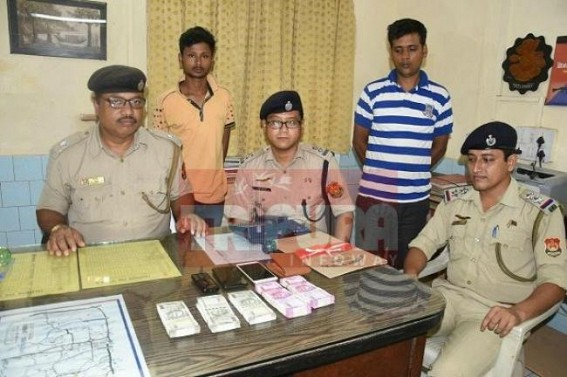 Frauds arrested with 5.25 lakhs