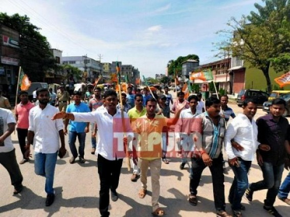 Political U Turn : BJP Yuva Morcha protested against Internet service suspension in 2017, now BJP Govt's Internet service suspension shocks young-voters