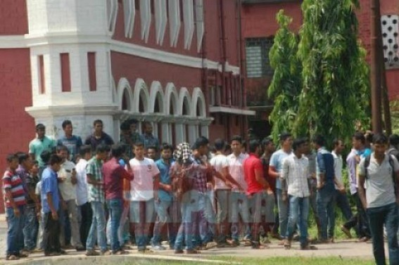Unemployed Job aspirants demanding review of State Govt's Decision on 'Cancellation of all Ongoing Recruitments' : Tripura's unemployment crisis darkens after Biplab Govt's controversial decisions