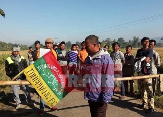 12 hrs road blockade at Kanchanpur demanding road repairing