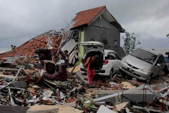 Indonesia tsunami: Rain hinders search for survivors