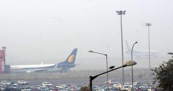 Fog disrupts air, rail traffic; air quality 'severe' in Delhi