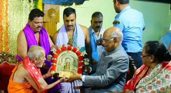 President Kovind prays at Udupi Krishna temple in Karnataka