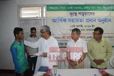 Ex-CM Manik Sarkar handing-over the books to students. TIWN Pic Aug 19