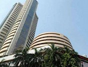 Sensex turns red, banking stocks fall out of favour