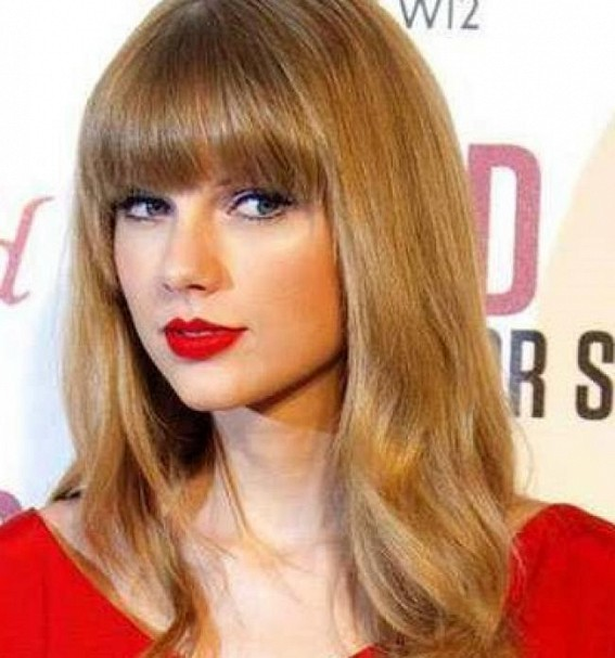 Taylor Swift makes couple's engagement even sweeter