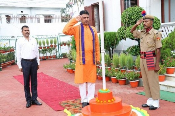 Tripura CM unfurls national flag on I-Day