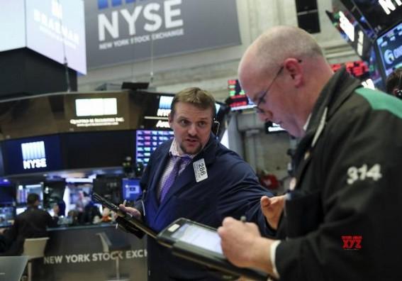 US stocks close mixed amid tepid tech shares