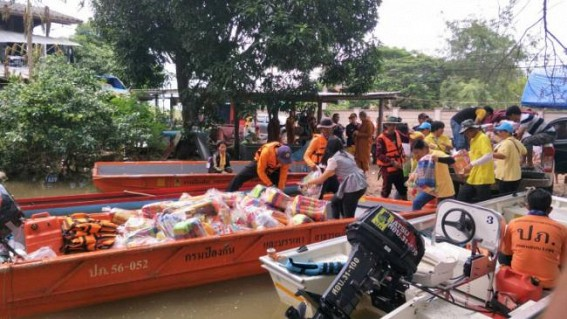 Over 20,000 flood victims trapped in Thailand