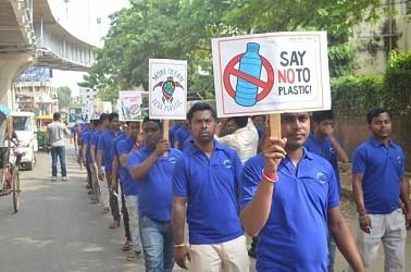 Modi fan club held anti-plastic drive. TIWN Pic Sep 22