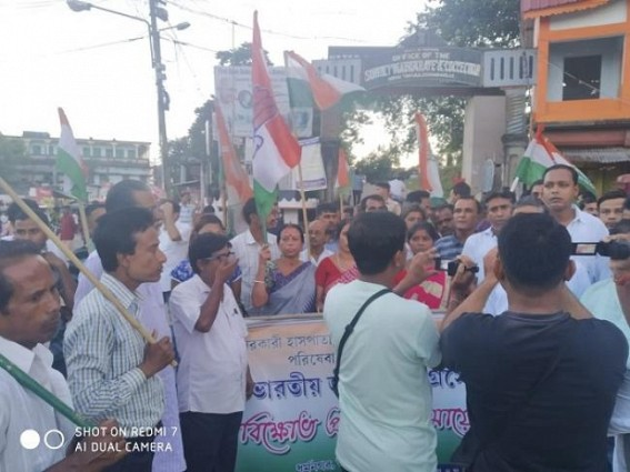 Congress's massive protest at Dharmanagar against scrapping of Free Medical Service in Govt hospitals. TIWN Pic Sep 9