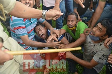 Lathi Charge on 10323 Teachers. TIWN Pic Sep 23