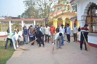 Swachh Bharat Abhiyan at Shiv Bari ahead of Shiv Chaturdasi. TIWN Pic Feb 20
