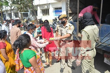 Free Food Distribution by Tripura Police in Agartala city. TIWN Pic March 31