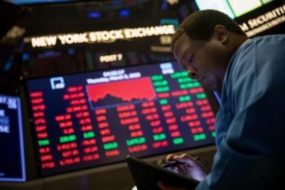 US stocks end lower as market momentum evaporates