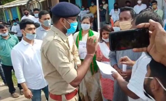 Heavy argument between Police, Youth Congress in Teliamura during foundation day programme, protests