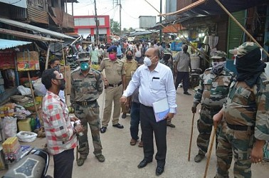 Administrative drive against No Mask wearers in Agartala. TIWN Pic May 26