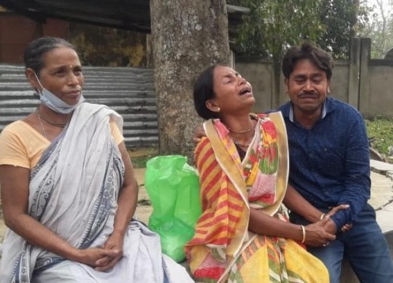 Late Srikanta Das's family members waiting outside the hospital for his body. TIWN Pic Nov 22