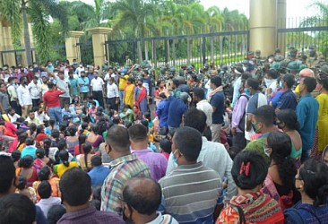 10323 Teachers' day-long protests today before Secretariat. TIWN Pic Sep 23