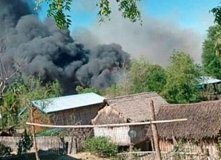 Myanmar village of Kin Ma burns down after clashes